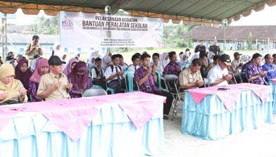 Bantuan Peralatan Sekolah Jhonlin Group