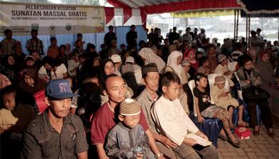 Jhonlin Group Sunatan Massal gratis 2012