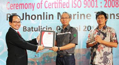 presiden bureau veritas indonesia menyerahkan sertifikat iso 9001 2008 ke pt jhonlin marine. Black Bedroom Furniture Sets. Home Design Ideas