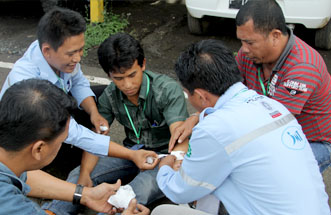 Pelatihan First Aid, PT. Jhonlin Marine Trans, Jhonlin Group, Kalimantan Selatan, Batulicin, H Isam, h-isam
