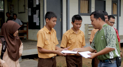Jhonlin Group, Kalimantan Selatan, Batulicin, CSR, Bantuan dana Prestasi, H Isam, h-isam