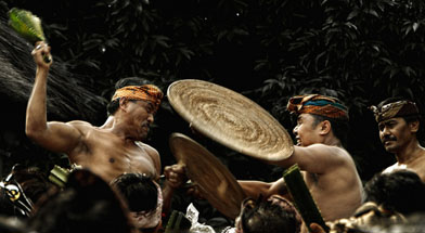 Jhonlin Group, Sibuta, Tradisi Perang Pandan Bali, Kalimantan Selatan, Batulicin, h isam