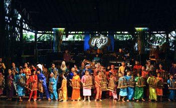 Jhonlin Group, Jalan-jalan Bro, Bandung, Kalimantan selatan, Tanah Bumbu, batulicin, h isam