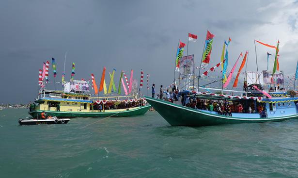 Jhonlin Group, JhonlinMagz, Pesata Pantai, Pesta Adat Mappanretasi, Batulicin, Tanah Bumbu, Kalimantan Selatan, Pantai Pagatan