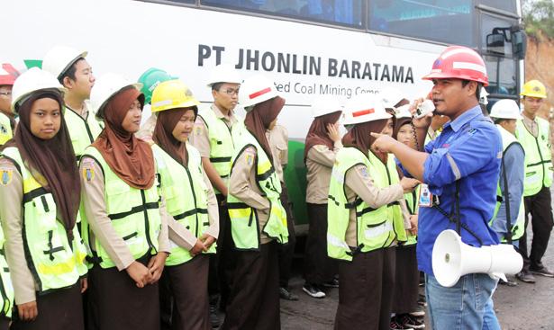 Jhonlin Group, PT. Jhonlin Baratama, Hari Lingkungan Hidup, Mining Tour, Pertambangan, Batulicin, Tanah Bumbu, Kalimantan Selatan, SMKN 1 Simpang Empat