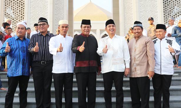 Jhonlin Grouo, Kalimantan Selatan, Tanah Bumbu, Batulicin, Masjid Jami Al-Falah, Safari Ramadhan, JhonlinMagz
